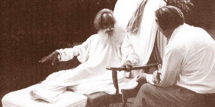 Der Shivapuri Baba im Gespräch mit John G. Bennett im Jahr 1962.