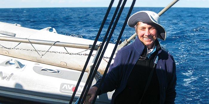 Canthia Bourgeault auf ihrem Segelboot